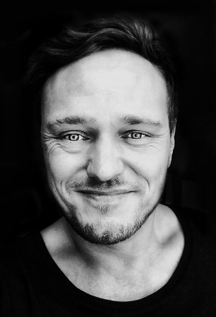 Hier sehen Sie das Portrait von Uwe Mühlhäußer, der Fotograf ist und aus Nürnberg kommt
